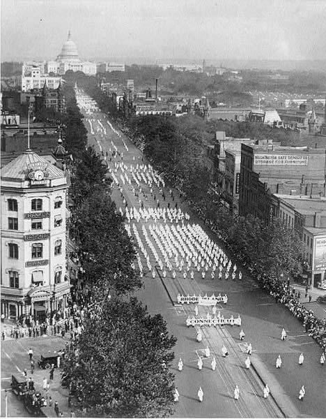 Fotoperiodismo: la realidad captada por el objetivo - Parada del Ku Klux  Klan en Washington (1925) | ARTIUM - Biblioteca y Centro de Documentación