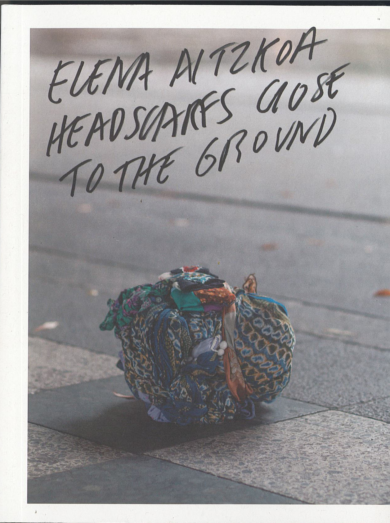 Headscarfs close to the ground, Elena Aitzkoa