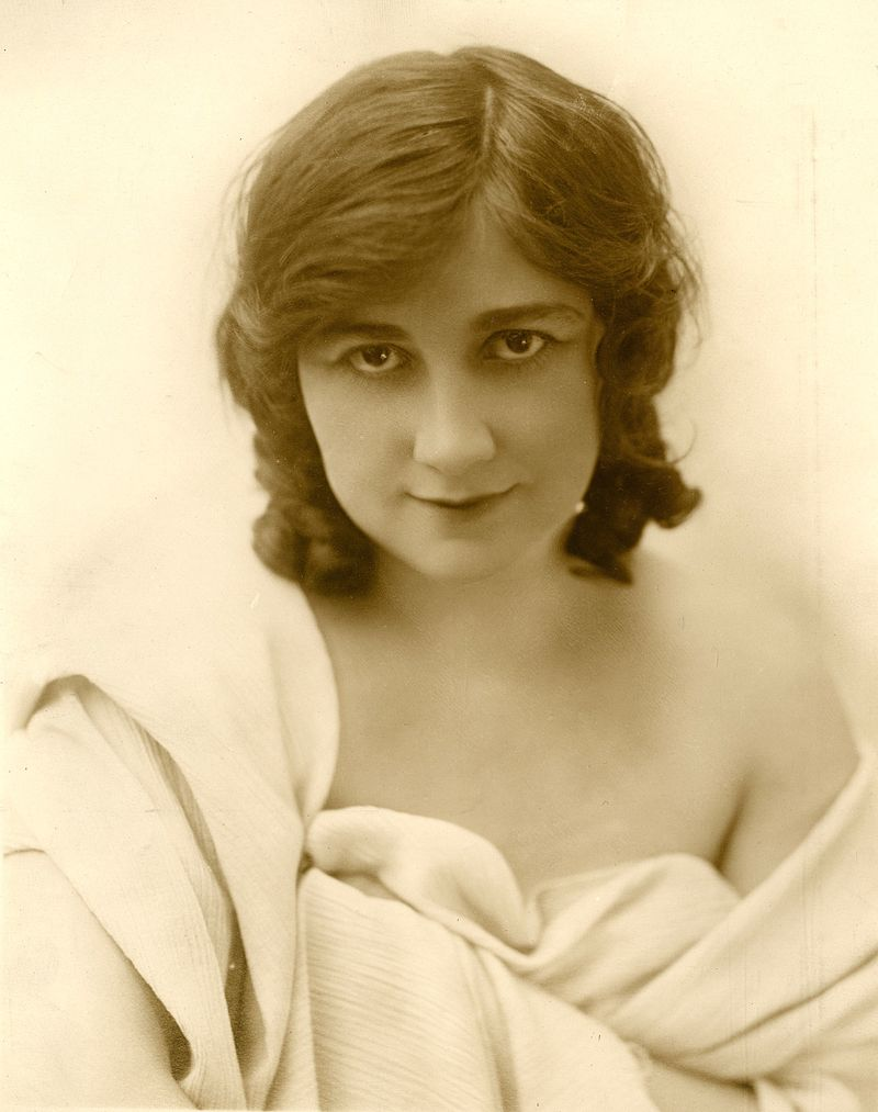 Mary Fuller, ca. 1914. Fuente: Wikimedia. https://commons.wikimedia.org/wiki/File:Maryfuller-1914-silentfilmactress.jpg